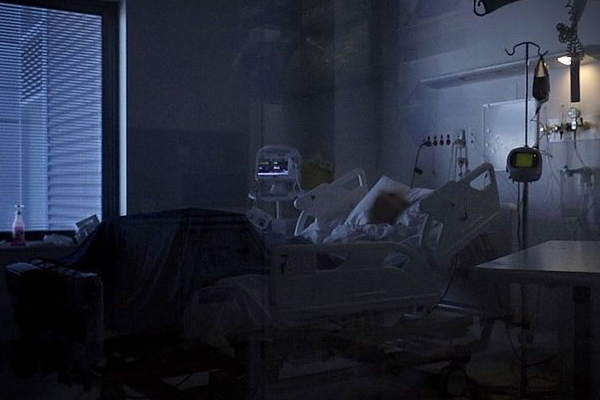 Article image for WATCH | Stark vision from inside the COVID ward