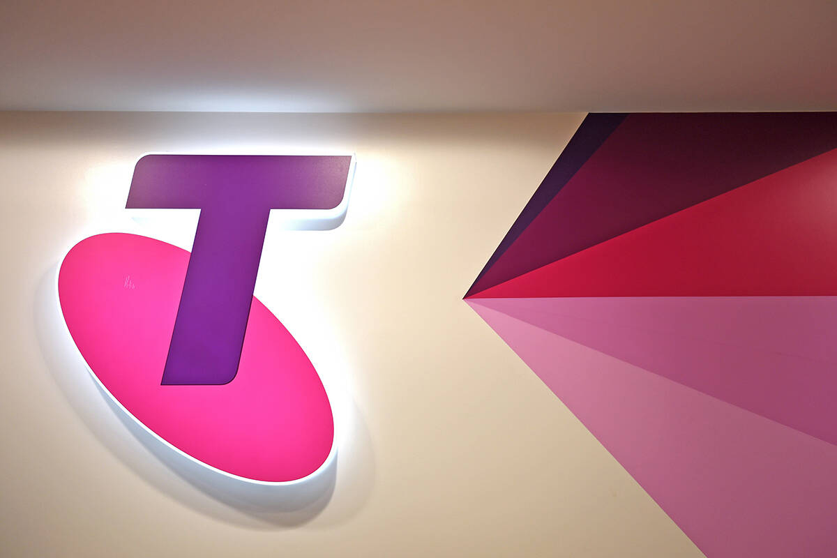 Article image for Telstra boss expects unions to get behind mandatory jabs