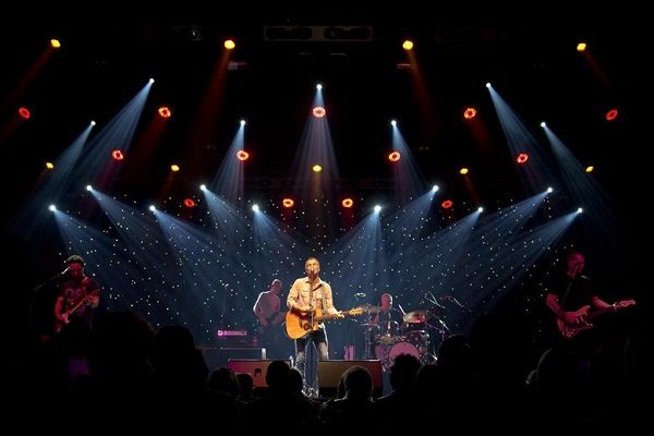 Article image for James Reyne's annual Cup Eve show to go ahead online